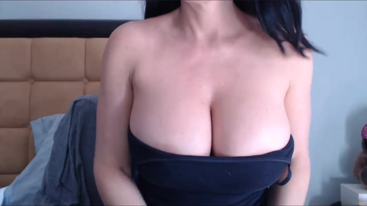Big tits milf sucking dildo in camshow 01-08-2015 Naked Girls On Muscle Cars