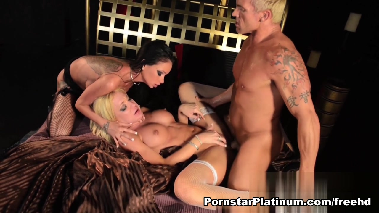 Raven Bay in Threesome with Amy Brooke Two perfect lesbians eat each other out