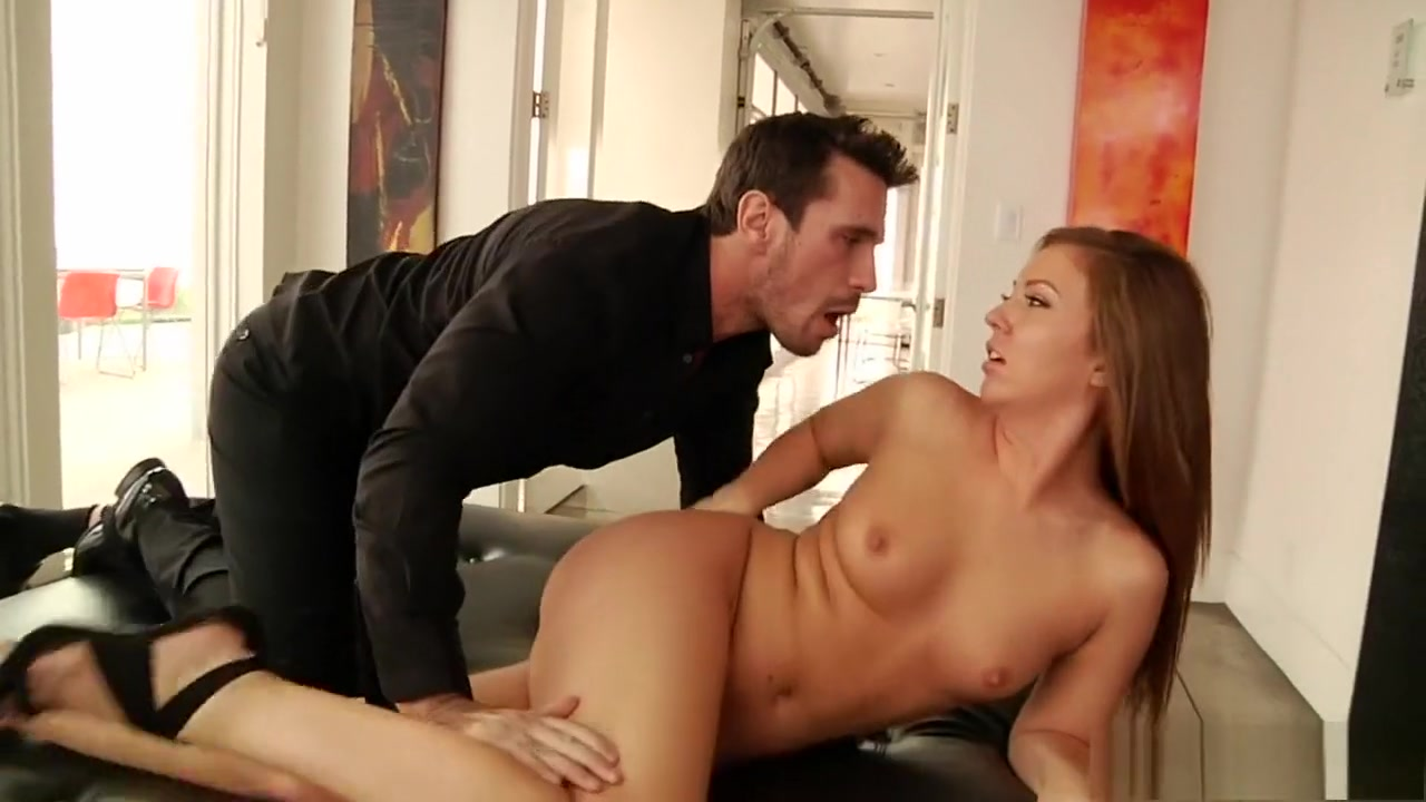 Maddy shows off the ass with a plug in it that hes going to tap