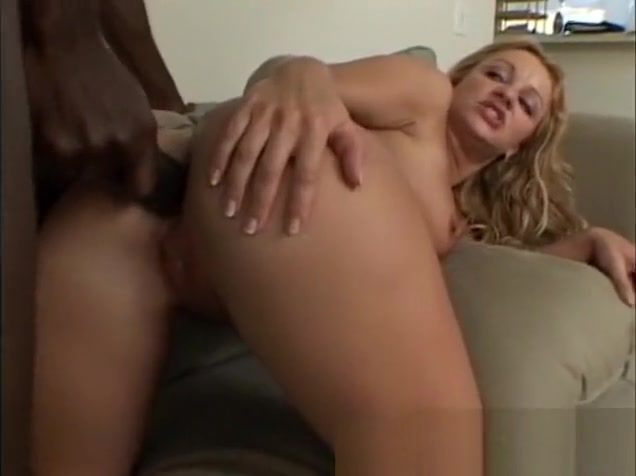 Buxom Jessica Dee cant get enough of a black shaft drilling her holes India Actor Se