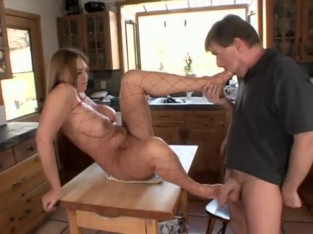 She makes him suck on her feet and worship her voluptuous body