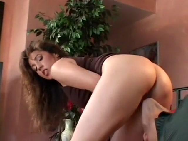 Skinny-fat brunette slut gets her man to go deep in that hairy cunt Brazillian Boys Pissing