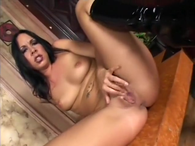 Striking brunette Julie fingers her pussy while a long dick invades her anal hole How to start an online hookup message