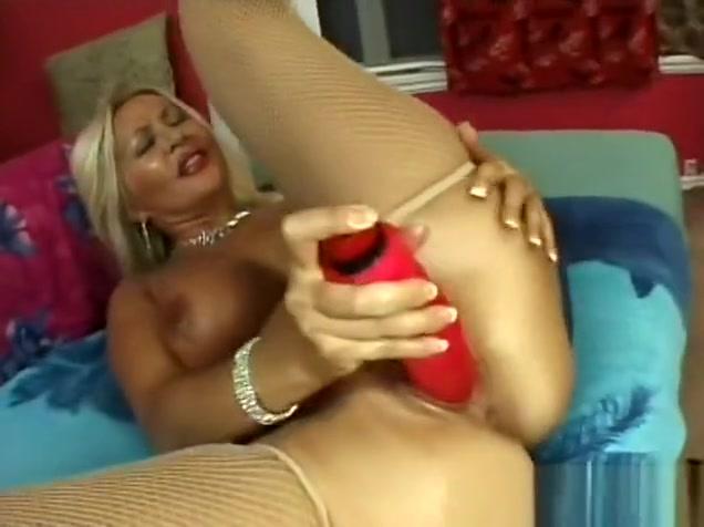 Voluptuous blonde cougar moans at the end of a hard young cock Wanda nara xxx porno