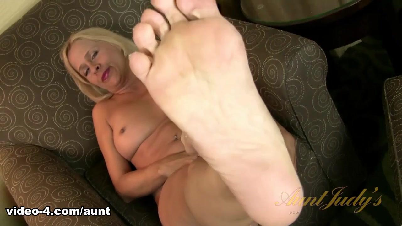Payton Leigh in Foot Fetish Movie - AuntJudys Mature bdsm lesbian