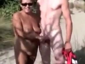 Nude lasy pleases men in the dunes