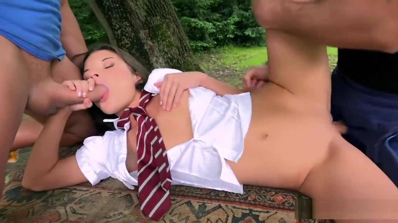 Outdoor DP - Anita Bellini Ebony chick loves fucking