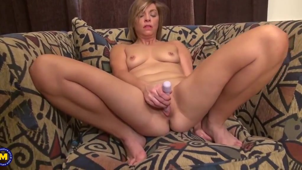 Amateur mature mom with fire between legs Lovely milf with 3 balkcs