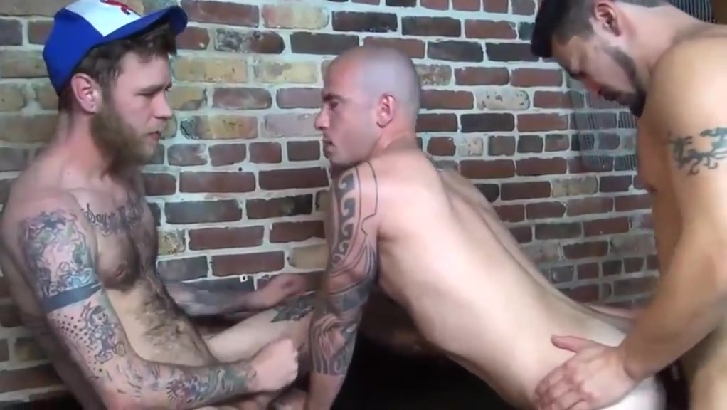 Bareback threesome H0t images