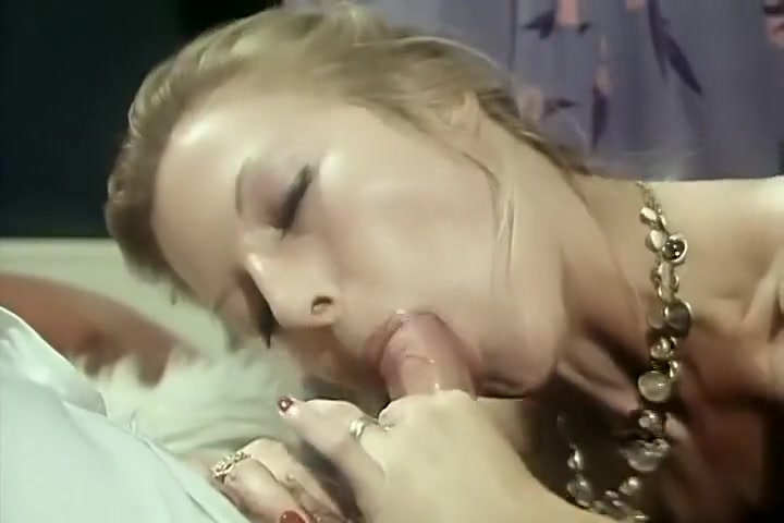 Alpha France - French porn - Full Movie - La Rabatteuse (1978) Two amazing busty blonde lesbians making