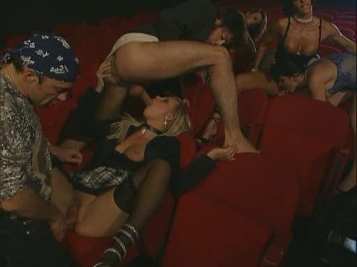 seks-v-kinoteatre-lyubitelskiy