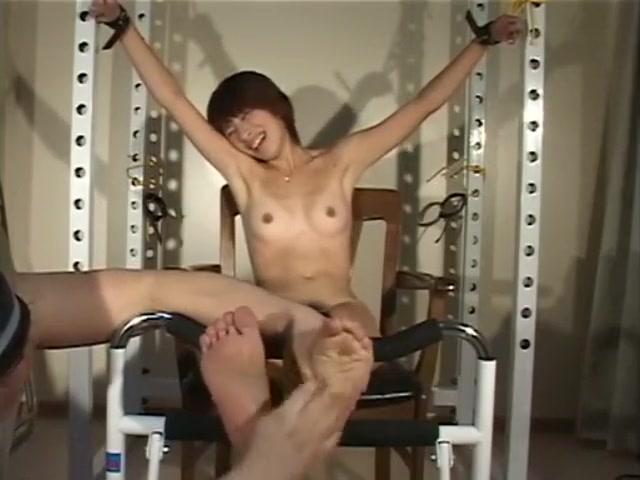 Asian Tickling M/FF Gf Lost Bet