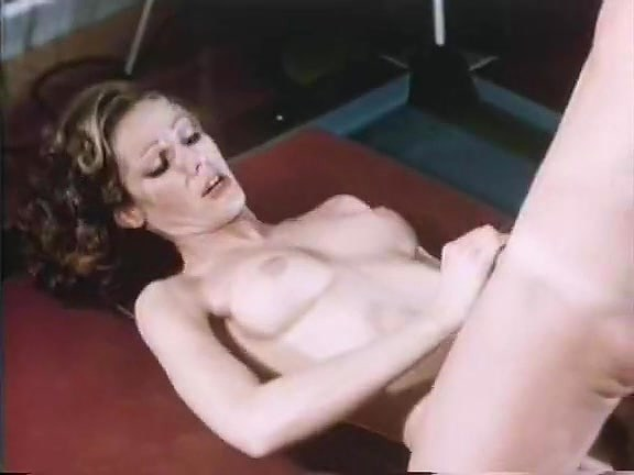 Veronica Hart, Lisa De Leeuw, John Alderman in vintage fuck scene College real pledges take turns