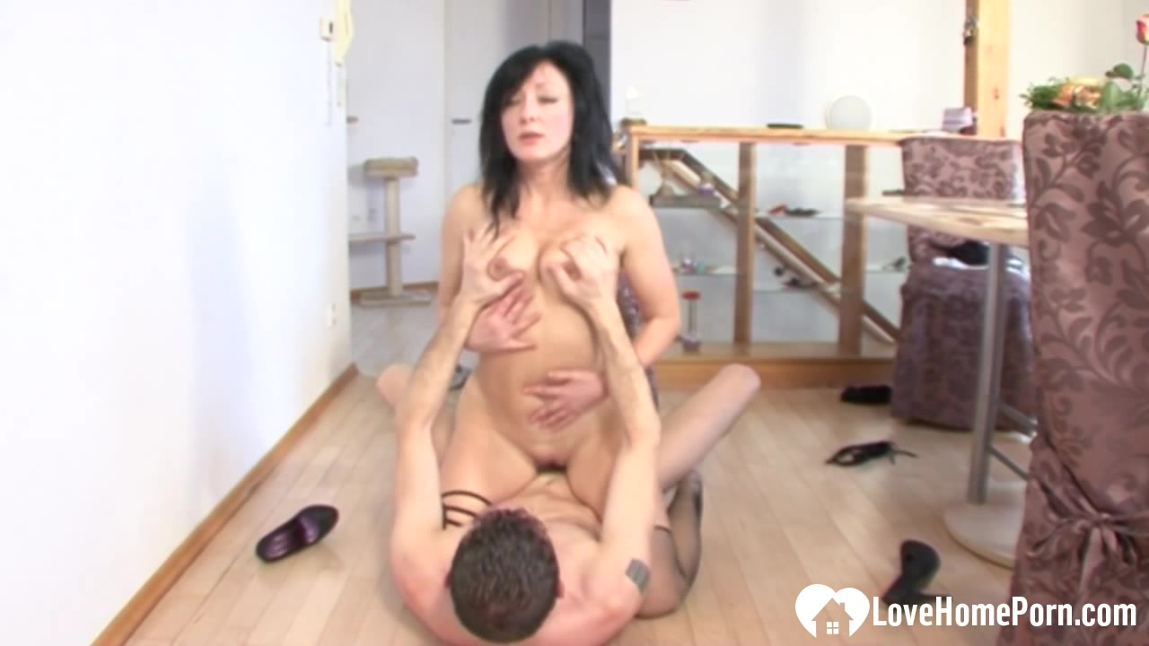 Older babe seduced her student who slammed her boy sex boy video