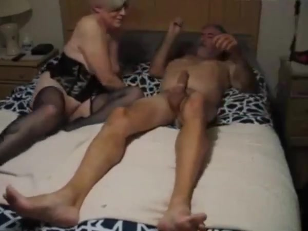 CUCKOLD SENIOR COUPLE Dirty milf gives birth to apples