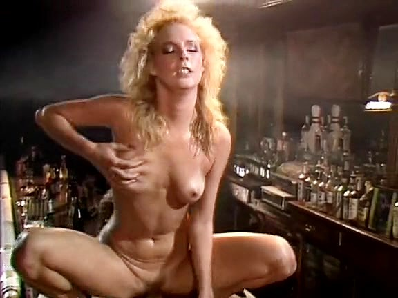 Kathleen Gentry, Joey Silvera in 70s porn shows mad love making scene in the bar Teen love making pictures