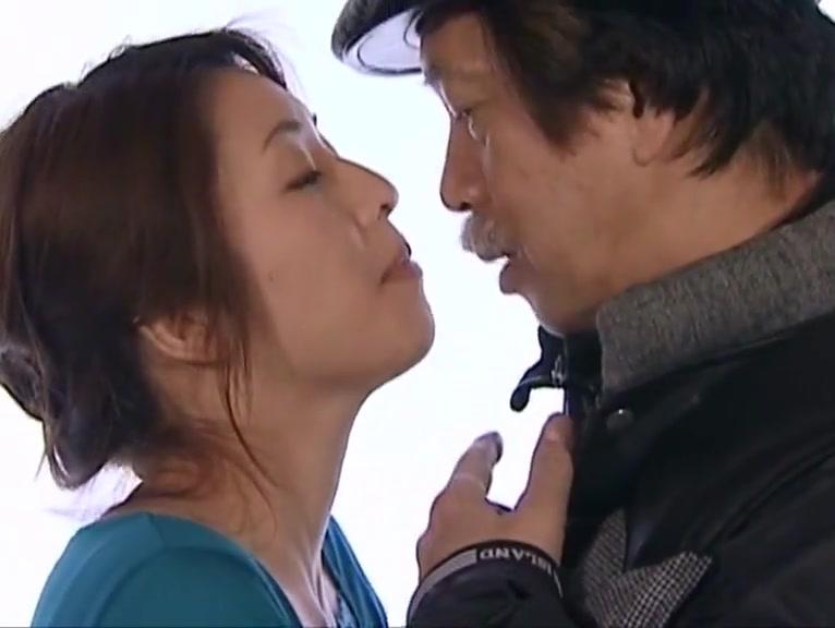 JAV Director Tongue Kisses The Entire Female Cast!