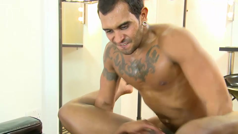 Lucio Saints And Tyson Tyler - UKNakedMen Dating while in the peace corps