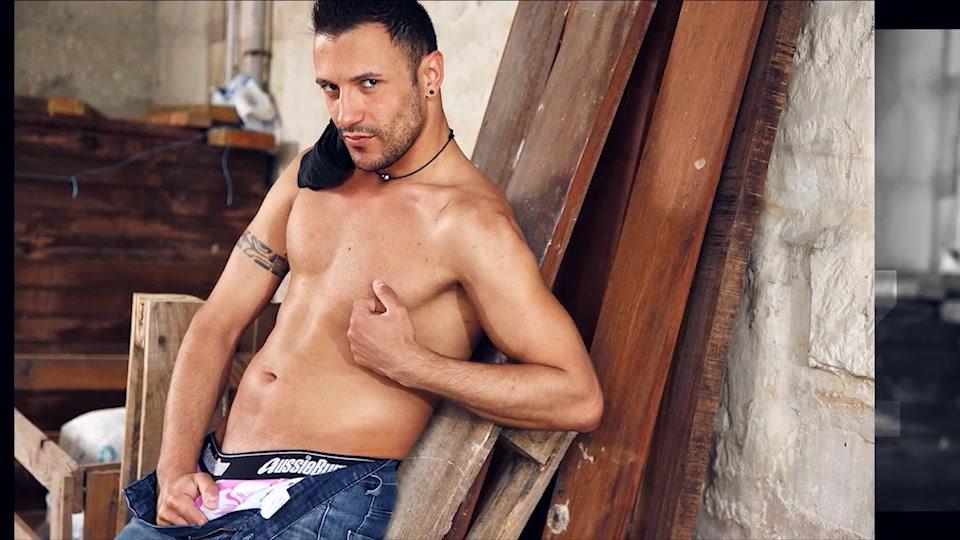Juan Perez - UKNakedMen Two hot lesbians fuck