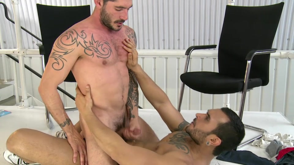 Johnny Hazzard And Lucio Saints - UKNakedMen brown bleeding after sex