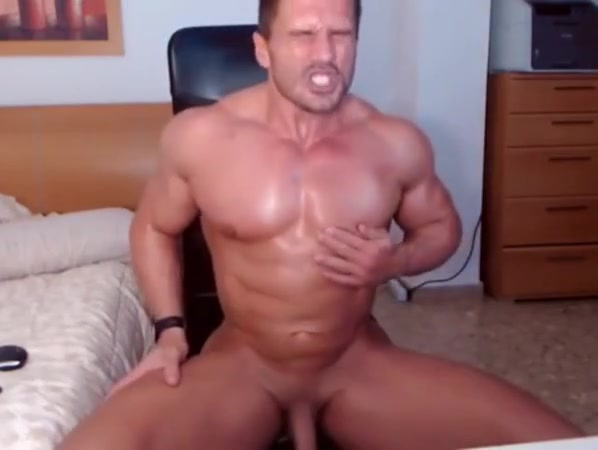 Jacked stud fires up his webcam for a jerk show How to reduce sex drive