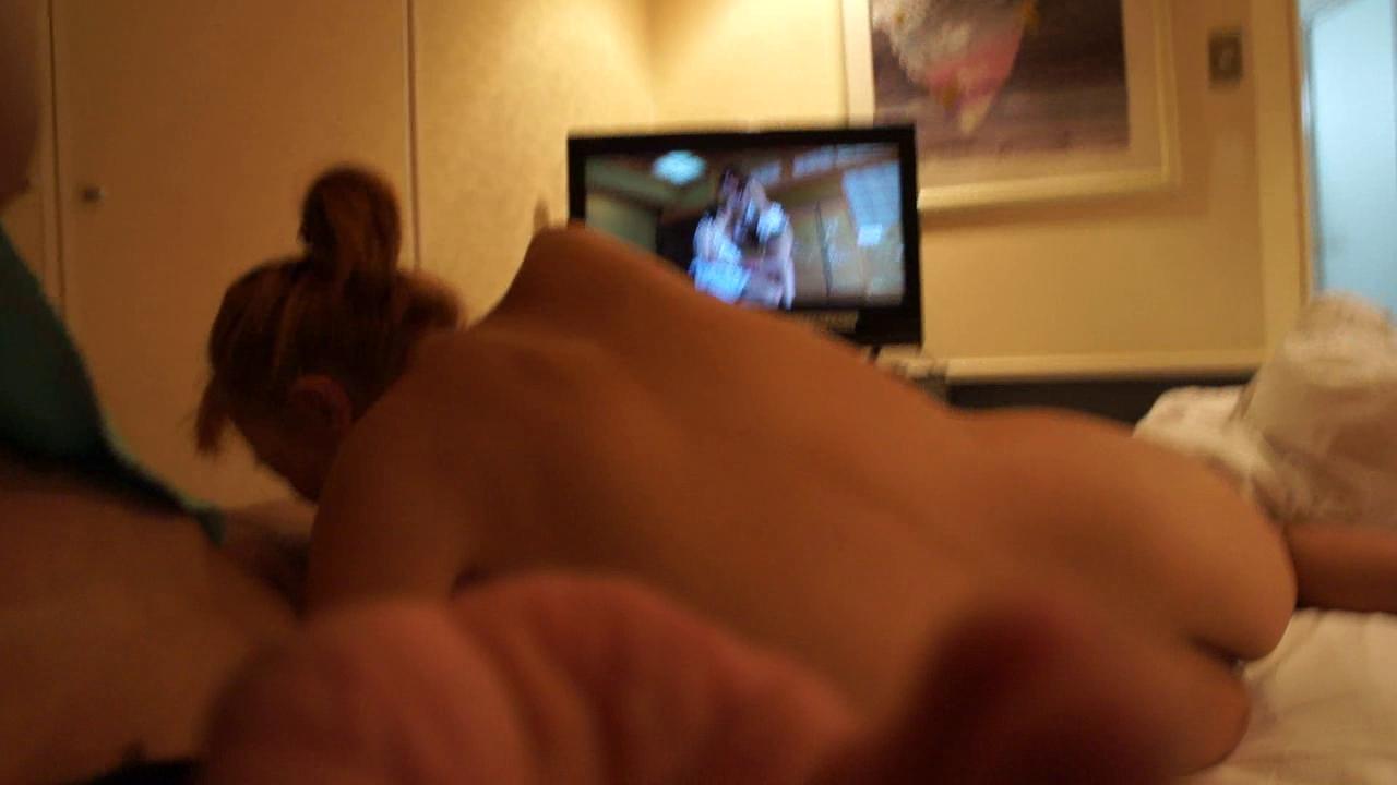 lisim-hvostom-drochit-pered-televizorom-porno-video-molodih