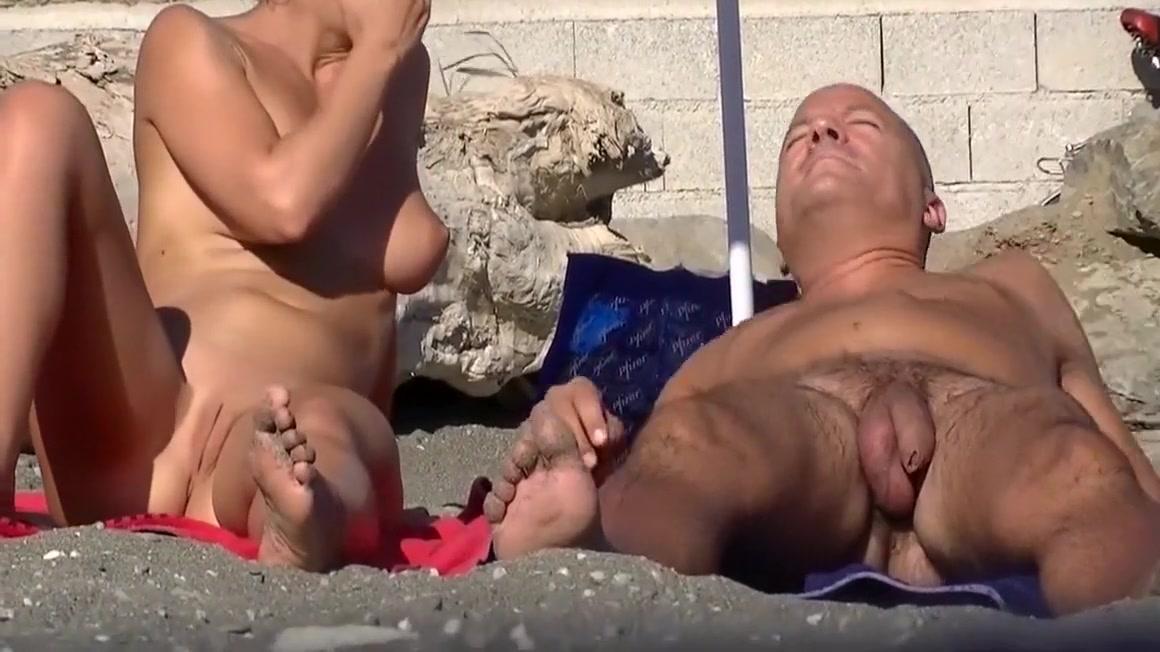 Une belle petite chatte a voir sur la plage naturiste Lesbians latex brutal fuck and facesitting