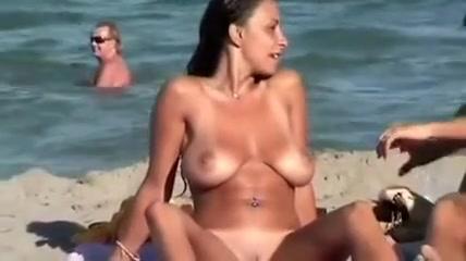 Une femme vraiment belle exhibe ses mamelles a la plage How do solar panels hook up to your house