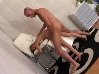 Jeune italienne de 20 ans enculee par un vieux gynecologue big tits round asses sex
