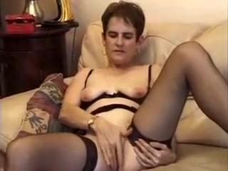 Une mature soignee se double penetre avec un long gode noir Videos flexigirls thin nude