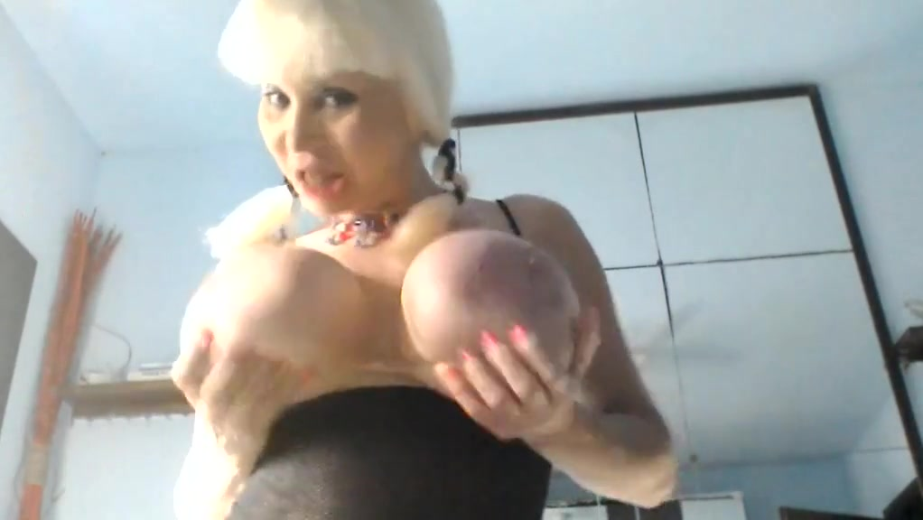 MANYA COLLANA INCULO CON BOTTIGLIA Naked women with really big boobs