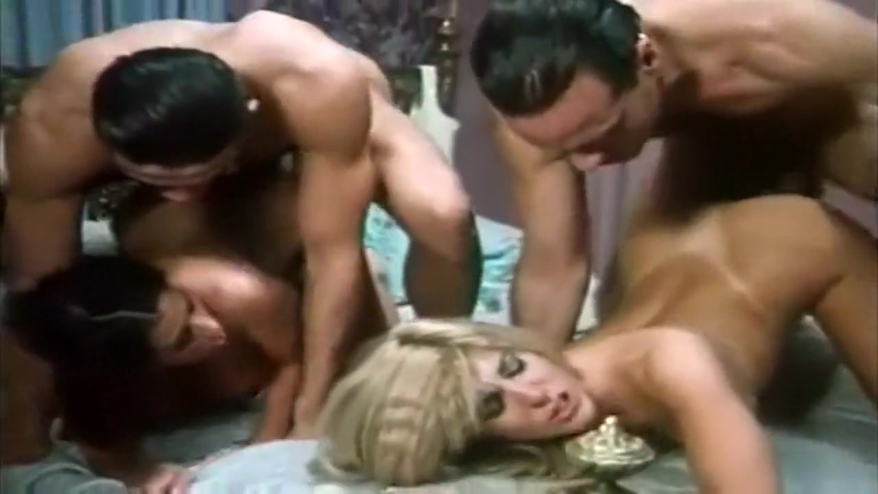 Intense orgy with italian milf