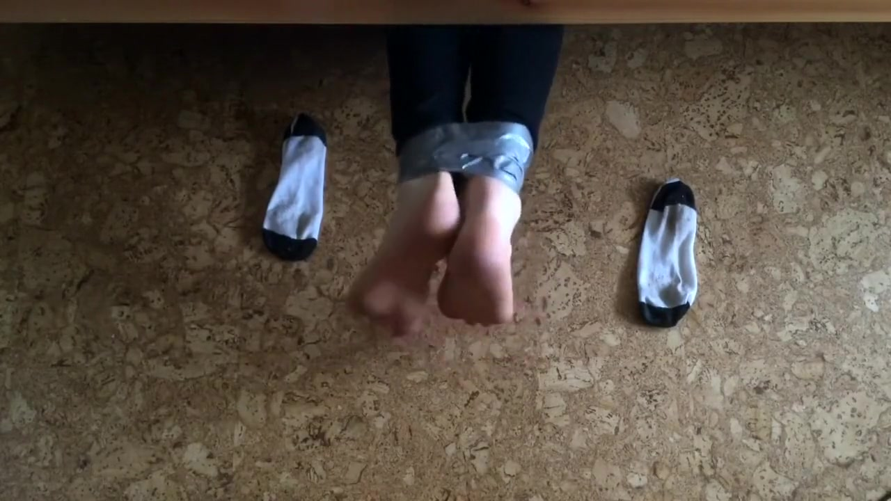 Ankle socks trapped under bed mtf transformation animation foto xxx