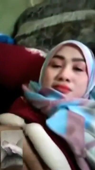 kak jah tudung melayu bigo live Wife swapping for sex in Kapiti. Brown