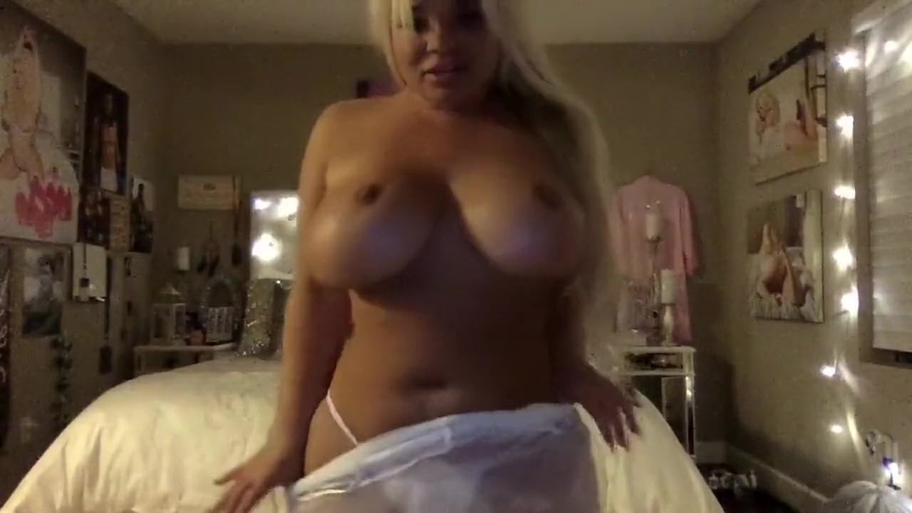 strip tease with big tits Sexy naked skinny young milfs