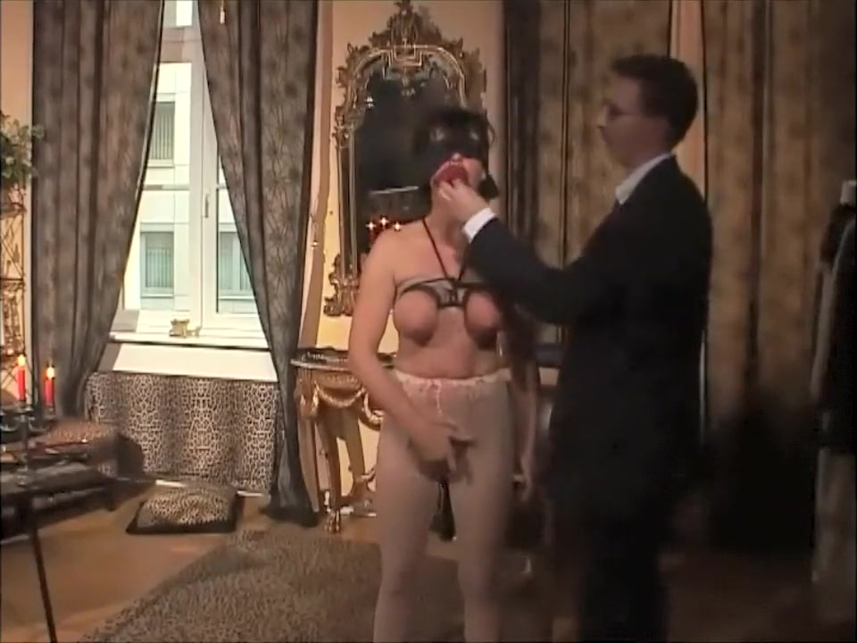 Blindfold BDSM scene 116 Free Hookup Sites For Over 50 In My Area