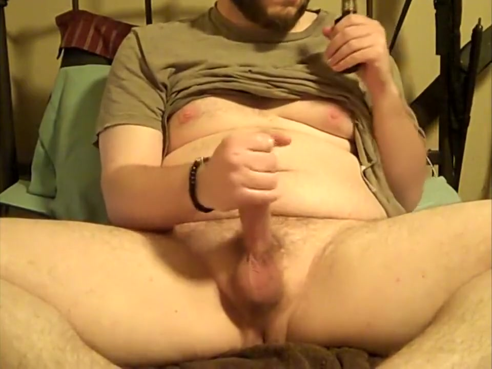Chubby Stoner Vaping and shotting fat load to Averageguy93 Vids