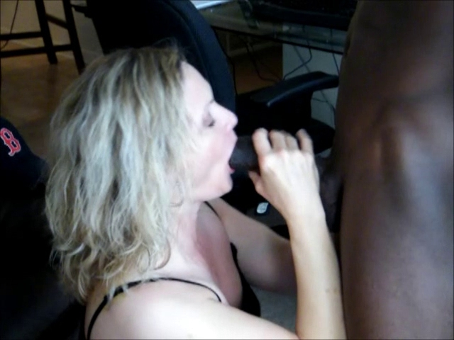 Hotwife Date Gorgeous dyke fingered slowly until she cums