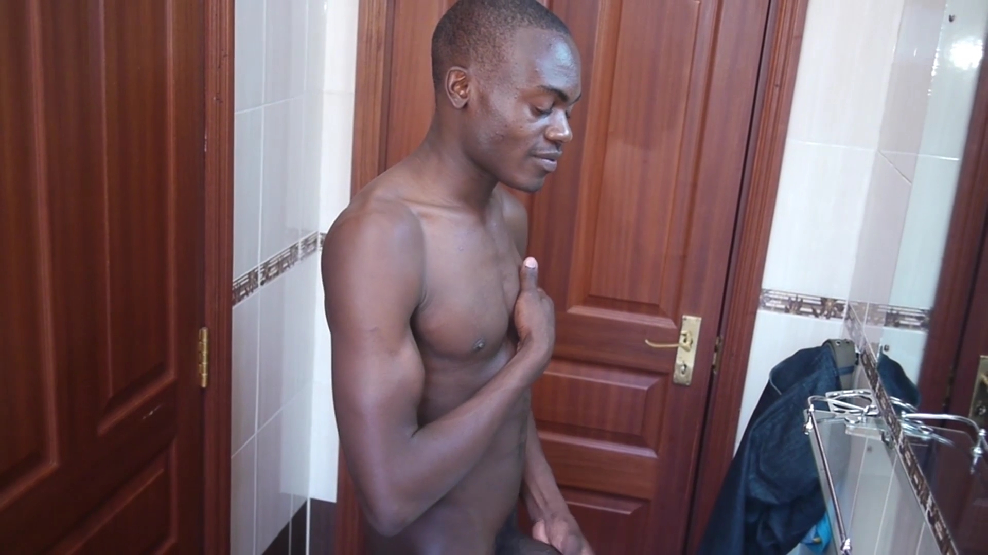 African Twink Dubaku Beats Off - 80Gays Sex nude porn videos