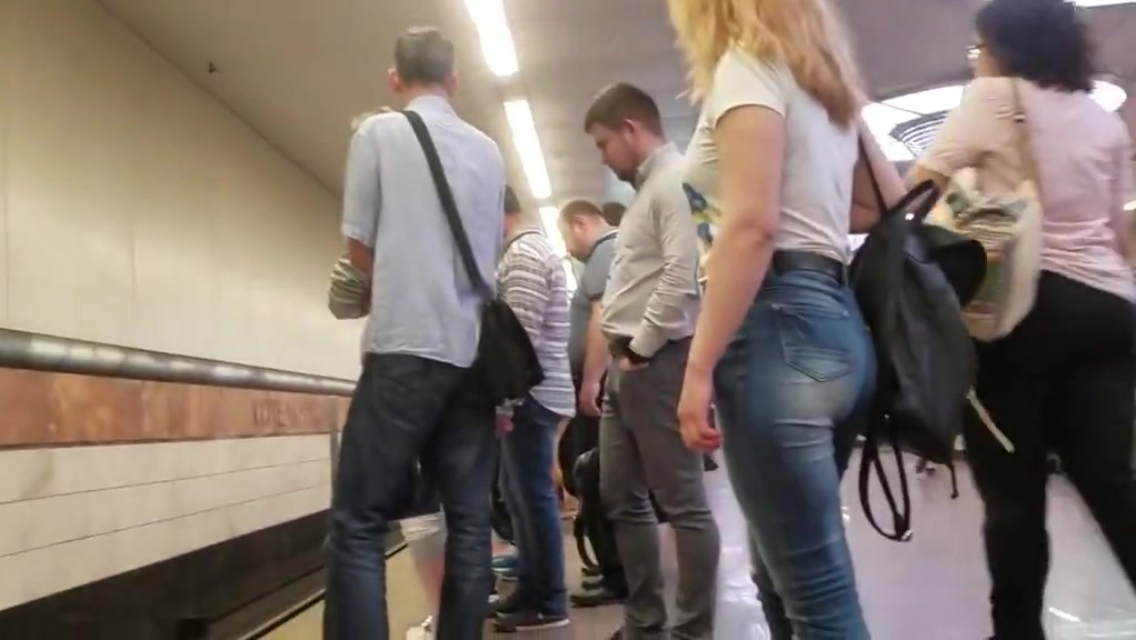 Stunning ass in jeans (part 2)
