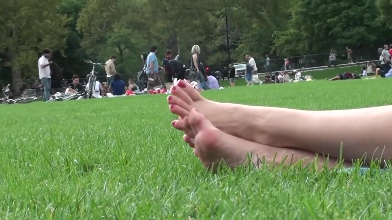 Brown hair model relaxes at the park 4/4