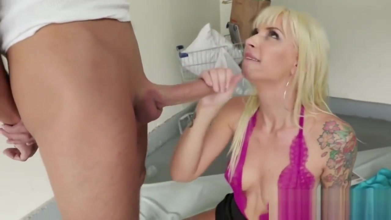 Blonde Tattooed Step Mom Gives Head To Big Dong Free Porn Cousins Fucking
