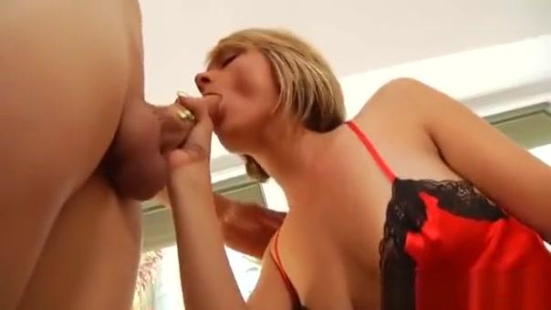 Dick Begging Mature Floozy Gets Incredible Sexual Pleasure