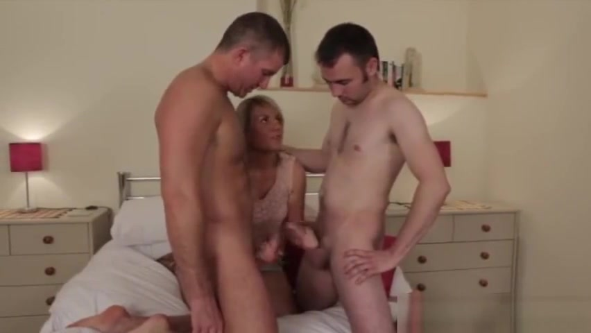 CFNM double blowjob frottage