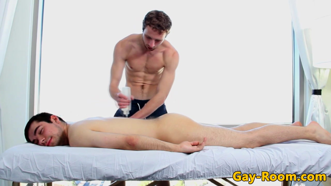 Muscular hunk sucks oiled up massage client sexy naked mexican girls with glasses