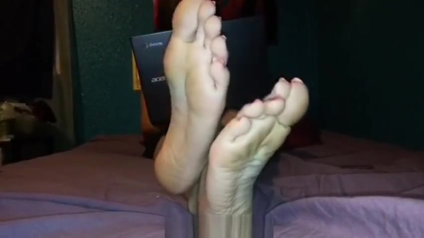 IG roxannas_cute_feet aka my_cute_soles Golden shower for sexy milf