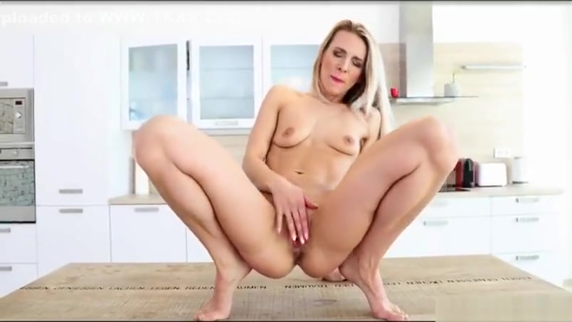 Hot milf sex with cumshot Span beachs lesbian