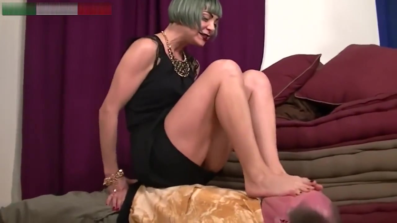 Foot domination Miss Lucrezia