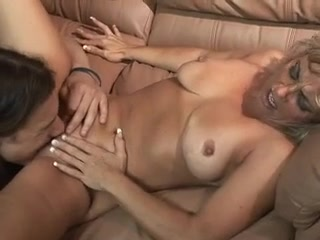 Amateur Blonde MILF Angelica Natural boobs perfect