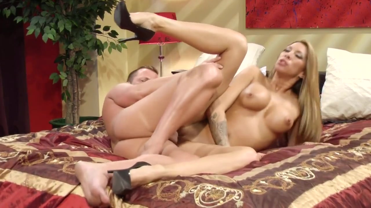 Sexy MILF Kayla Carrera is hungry for fresh meat vanessa branch nude pics